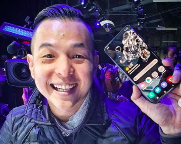 Ernest Prakasa dan Samsung Galaxy S20 Ultra