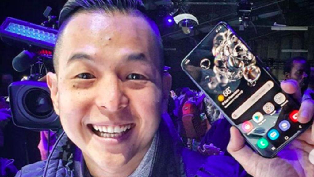 Kisah Ernest Prakasa Membelot ke Ponsel Android