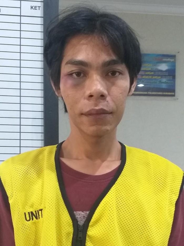 Polisi menangkap seorang pengedar sabu di Surabaya. Ia merupakan pemain gendang yang kerap membawa sabu dari panggung ke panggung dangdut.