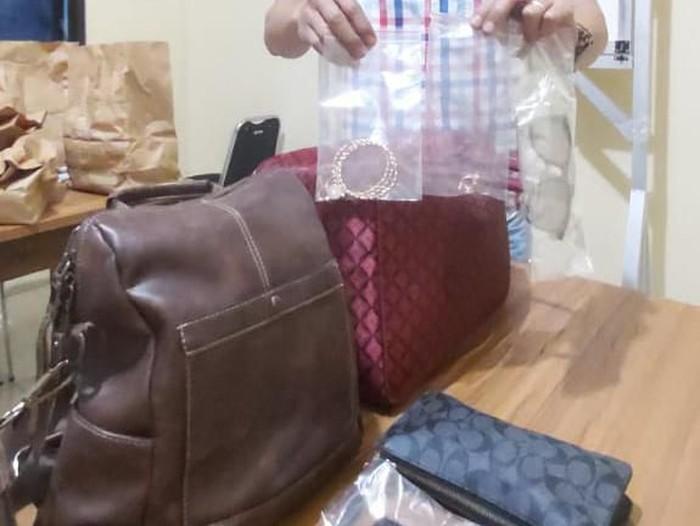 Penampakan barang milik wanita yang meninggal bertumpuk di hotel, Kamis (13/2/2020).