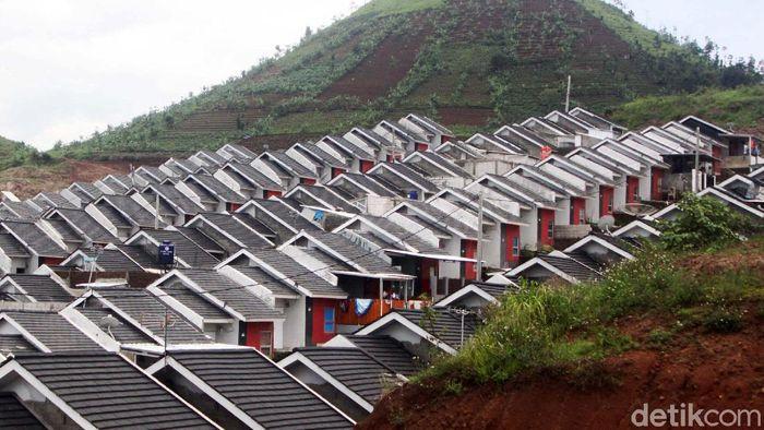 Deretan rumah subsidi di Kampung Geulis, Kecamatan Cimanggung, Sumedang, Jabar. Pemerintah menambah anggaran program Fasilitas Likuiditas Pembiayaan Perumahan.