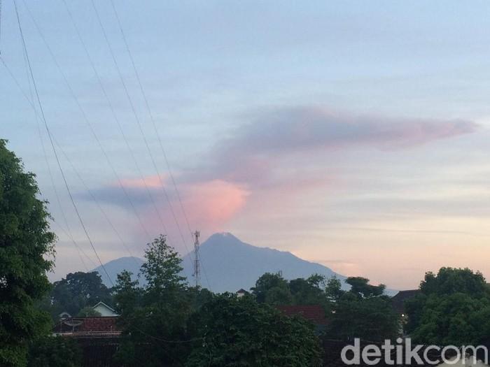 Pemandangan Gunung Merapi pasca-erupsi dari Sleman, Kamis (13/2/2020).