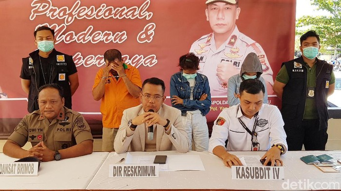 Direktur Reserse Kriminal Umum Polda Kepri Kombes Arie Dharmanto (tengah) dalam rilis kasus penculikan remaja.