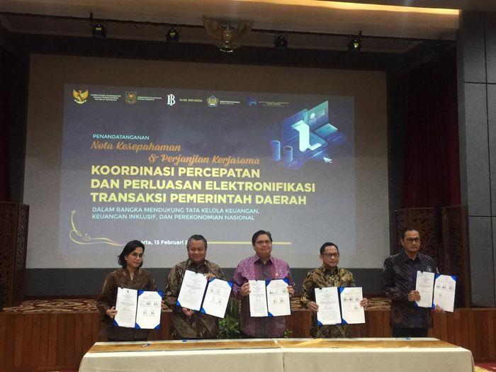 Penandatanganan nota kesepahaman dan perjanjian kerja sama koordinasi percepatan dan perluasan elektronifikasi transaksi pemerintah daerah.