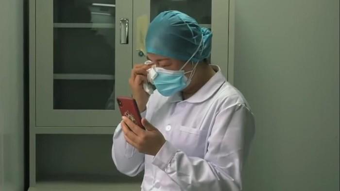 Perawat pasien virus corona di Wuhan
