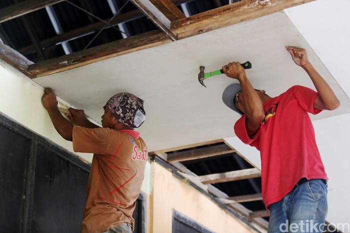 SDN Samudrajaya 04, Kabupaten Bekasi, yang rusak parah mulai diperbaiki, Kamis (13/2/2020).