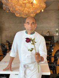 Unik! Menu Valentine Buatan Celebrity Chef Ini Pakai Mawar Kering
