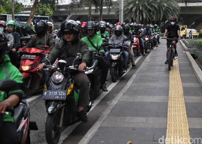 Terpopuler: Motor Dilarang Lewat Jalan Raya, Ekspor Bus Tingkat