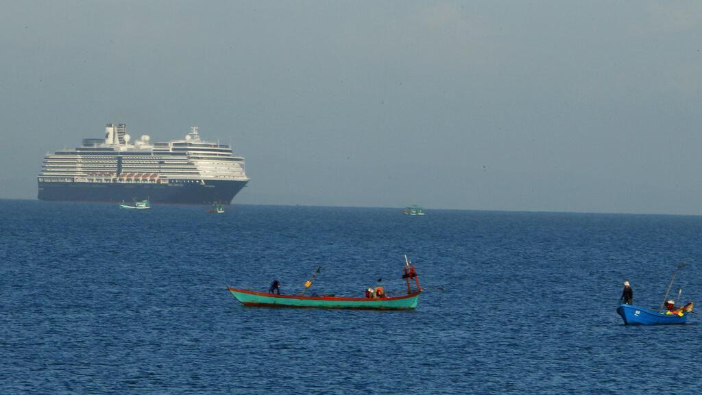 Sempat Ditolak Imbas Corona, Kapal Pesiar Ini Berlabuh di Kamboja