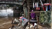 Seperti diketahui Pemerintah daerah dan Balai Besar Wilayah Sungai Ciliwung Cisadane (BBWSCC) Kementerian Pekerjaan Umum dan Perumahan Rakyat (PUPR) memiliki kesepakatan untuk melebarkan sungai di Jakarta dengan konsep normalisasi.