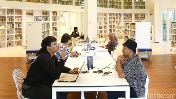 Perpustakaan instagramable ini ada di Kedutaan Besar Belanda. Terbuka untuk umum, traveler bisa bebas ke perpustakaan ini. (Grandyos Zafna/detikcom)