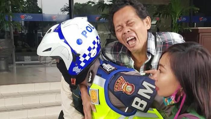 Polantas Jakbar bantu warga yang kena serangan jantung