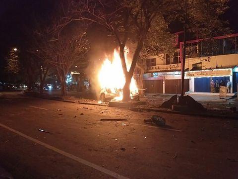 Mobil Tabrak Pohon-Terbakar di Medan, Pengemudi Tewas Terpanggang