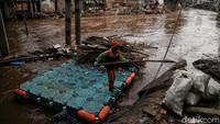 Guna mengantisipasi terjadinya banjir, Sungai Ciliwung pun akan dilebarkan.