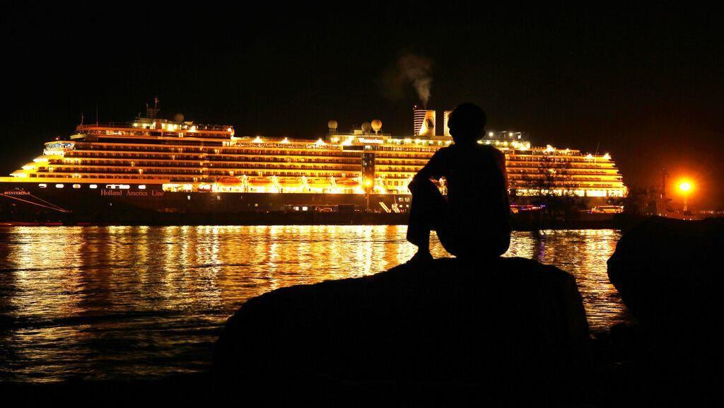 Usai Berlabuh di Kamboja, Penumpang Kapal Pesiar Diizinkan Turun