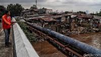 Rencana pembebasan lahan dan penertiban bangunan liar di bantaran Sungai Ciliwung itu pun diharapkan dapat berjalan dengan lancar sehingga upaya pelebaran sungai melalui normalisasi maupun naturalisasi dapat direalisasikan dan mengantisipasi terjadinya banjir di Jakarta di masa yang akan datang.