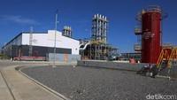 Energi panas dan uap dari gas buang hasil pembakaran di gas engine (PLTMG) digunakan untuk menghasilkan uap yang digunakan sebagai fluida kerja pada turbin (PLTU), dengan cara memanaskan air di HRSG (Heat Recovery Steam Generator).