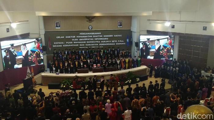 Puan Maharani menerima gelar Honoris Causa Univertas Diponegoro (Undip) Semarang, Jumat (14/2/2020).