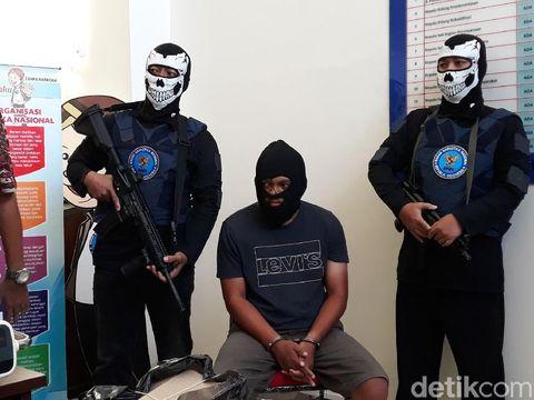 Mahasiswa Aceh Nyambi Kurir 1 Kg Sabu, Disimpan di Kardus Makanan