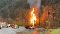 Video Dramatis! 2 Kru Selamat Usai Kereta Tergelincir-Terbakar