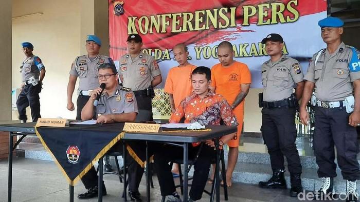 Salah seorang preman sadis di Daerah Istimewa Yogyakarta (DIY) bernama Santang menyerahkan diri ke Polda DIY. Begini tampangnya.