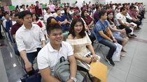 Puluhan Pasangan Thailand Ikut Nikah Massal di Hari Valentine