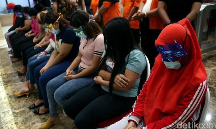 Bareskrim Polri mengungkap kasus Tindak Pidana Perdagangan Orang (TPPO) bermodus wisata seks 'halal' di kawasan Puncak, Bogor, Jawa Barat.