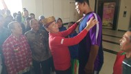 Armen Siswa SMA di Riau yang Tingginya 2 Meter Kini Jadi Atlet Lempar Cakram
