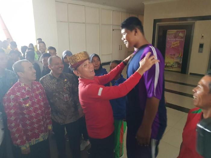 Armen Bersama Ketua PSSI Iwan Bule