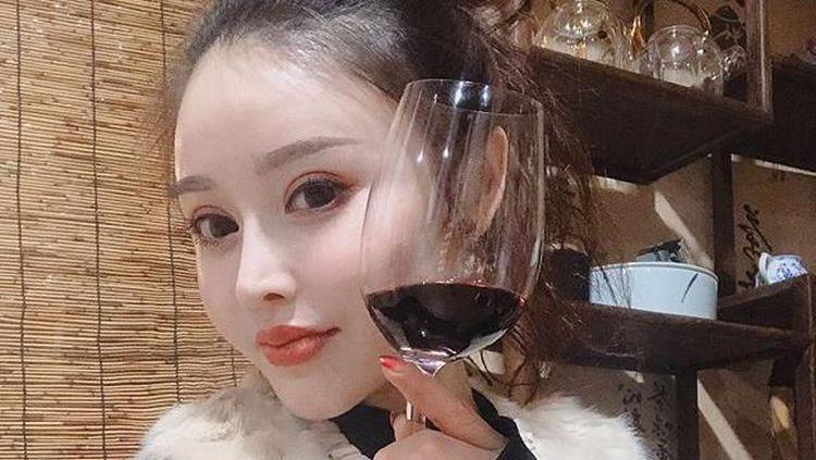 Jago Racik Teh, 10 Pose Menawan Binaragawati Yuan Herong yang Tangani Virus Corona