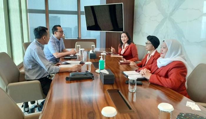 Kowani menjalin sinergi progam dengan PT Astra, di Jakarta. Kerjasama ini dalam bidang pendidikan dan lingkungan hidup serta pencegahan narkoba.