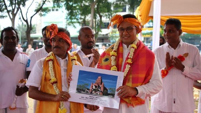 Anies Baswedan di lokasi peresmian rumah ibadah Hindu etnis Tamil