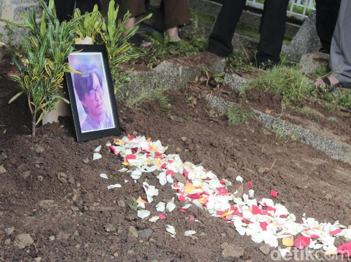 Pemakaman maestro teater Muhamad Sunjaya (Yudha Maulana/detikcom)