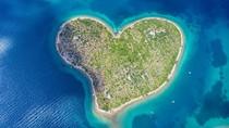 Kejutan dari Pulau Cinta di Tengah Lautan