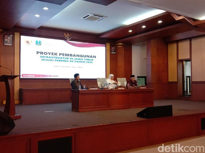 Gubernur Jawa Timur Khofifah Indar Parawansa memastikan, jumlah warga Jatim yang pulang dari Natuna, Sabtu (15/2) mencapai 65 orang. Mereka sudah mendapat Surat Keterangan Sehat dari Kemenkes RI.
