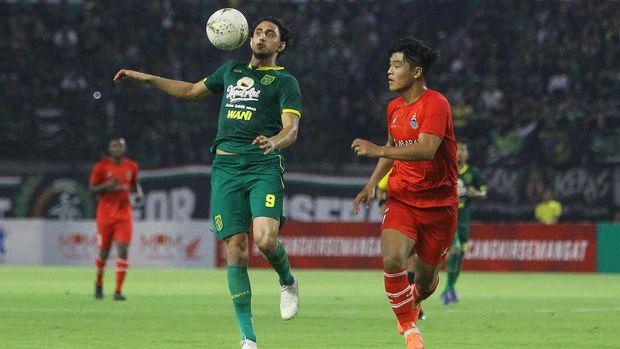 Posisi Persebaya di puncak klasemen masih bisa digusur Bhayangkara FC.