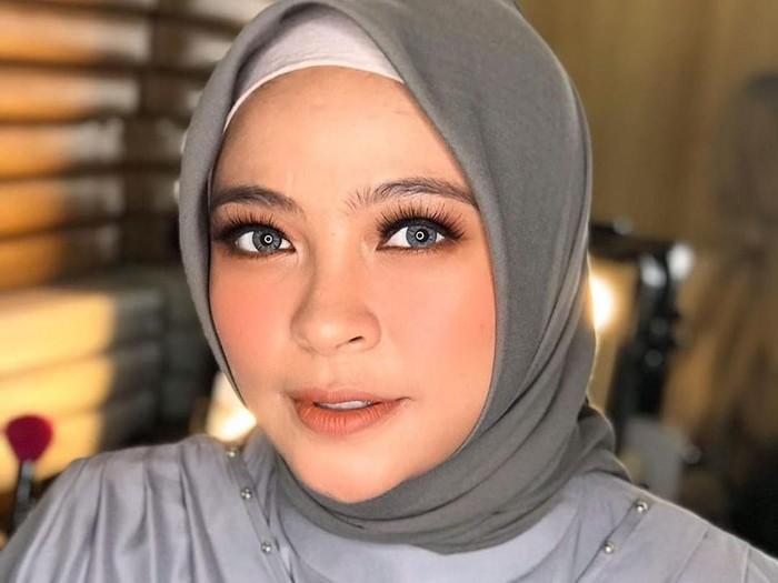 hijab tantri kotak