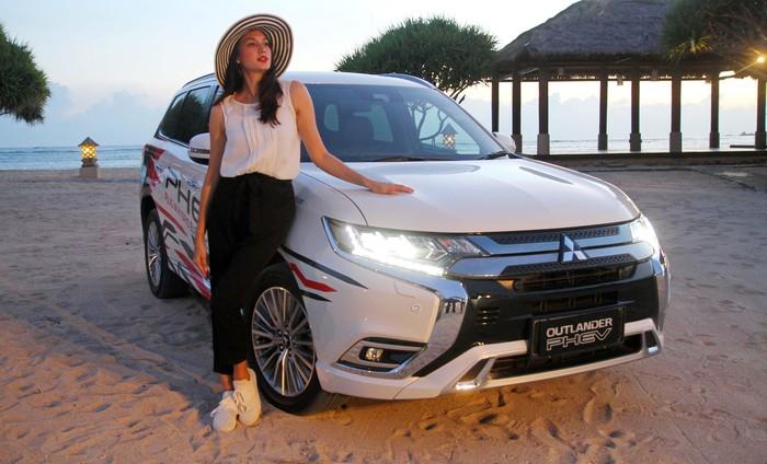 Puteri Indonesia 2005, Nadine Chandrawinata, merupakan cewek yang gemar jalan-jalan. Karena suka jalan-jalan, Nadine juga suka blusukan menggunakan mobil offroad.