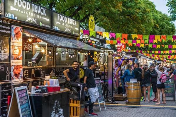Kota Buenos Aires di Argentina dikenal memiliki beragam aktivitas outdoor. Di sana juga terkenal akan kegiatan olahraga sepakbolanya. Foto: iStock