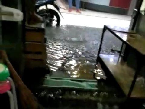 Hujan Lebat Guyur Yogya, Pasar Beringharjo Tergenang Air