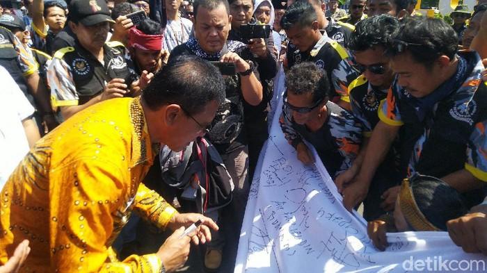 Bupati Ciamis ikut aksi protes untuk ridwan saidi