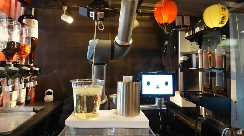 Robot bartender canggih di Jepang