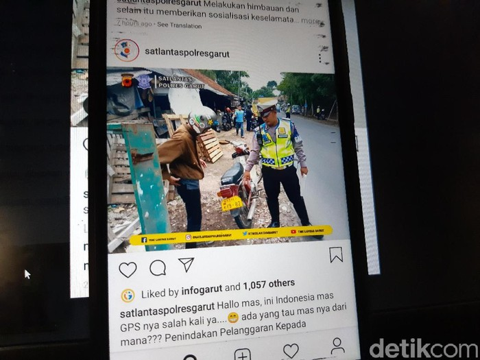 Polisi tilang pengendara motor yang menggunakan pelat nomor China di Garut