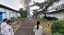 Video Amukan Api di Pabrik Kosmetik Sukabumi