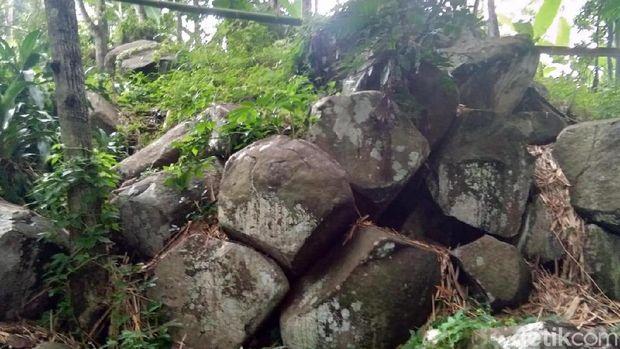 Sumedang Punya Batu Misterius yang Angker