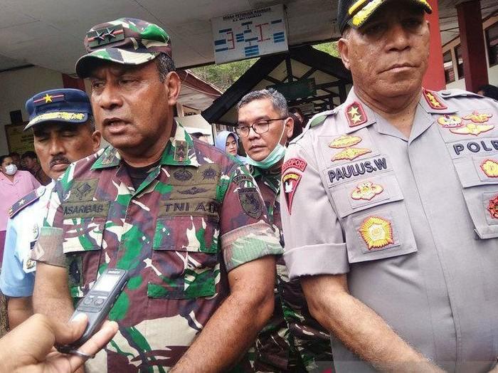 ANTARA FOTO/ Pangdam XVII/Cenderawasih Mayjen TNI Herman Asaribab bersama Kapolda Papua Irjen Paulus Waterpauw