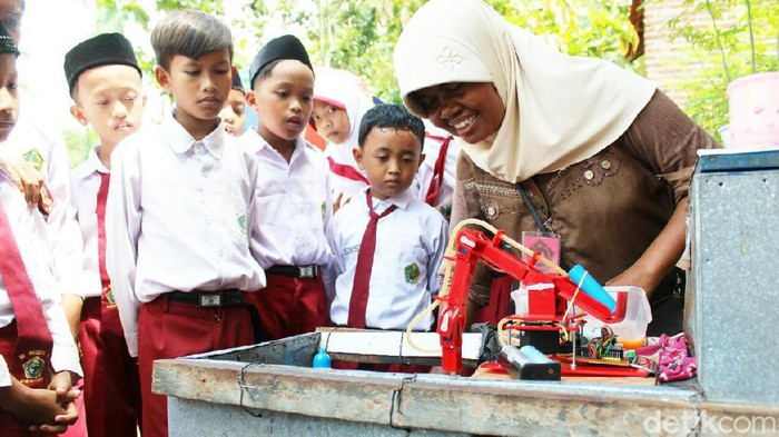 Pemuda Purworejo ini bikin robot pembuat telur dadar mini