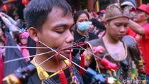 Festival Cap Go Meh di Sukabumi Berpadu dengan Debus dan Tanjidor