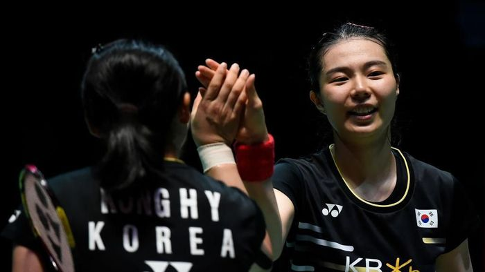 CHOFU, JAPAN - JULY 28: Kim So Yeong and Kong Hee Yong of South Korea celebrate in the Womens Doubles Final match after defeating Mayu Matsumoto and Wakana Nagahara of Japan on day six of the Daihatsu Yonex Japan Open Badminton Championships, Tokyo 2020 Olympic Games test event at Musashino Forest Sport Plaza on July 28, 2019 in Chofu, Tokyo, Japan. (Photo by Matt Roberts/Getty Images)
