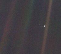 Keren! Versi Baru Foto Bumi 'Sebatang Kara' di Angkasa